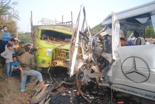 Hiện trường vụ tai nạn thương tâm khiến 9 người chết. Ảnh: Duy Cảnh.
