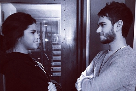 """Selena Gomez liên tục chia sẻ ảnh thân mật với bạn trai """"tin đồn"""""""