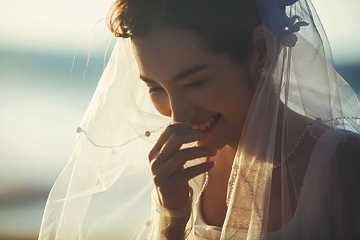 Cô dâu Trúc Diễm cười rạng rỡ. - Tin sao Viet - Tin tuc sao Viet - Scandal sao Viet - Tin tuc cua Sao - Tin cua Sao