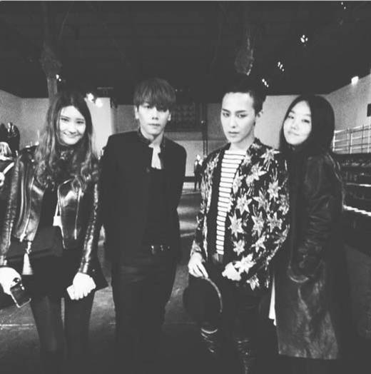 G-Dragon khoe hình tham dự sự kiện thời trang và gặp gỡ nam ca sỹ nổi tiếng Park Hyo Shin, anh chia sẻ: 'Sau chương trình thời trang là đây'.