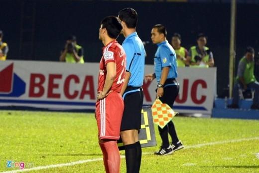Trong trận đấu giữa Bình Dương và Quảng Ninh, tiền đạo người Nghệ An được tung vào sân từ băng ghế dự bị ở phút thứ 60 của trận đấu.