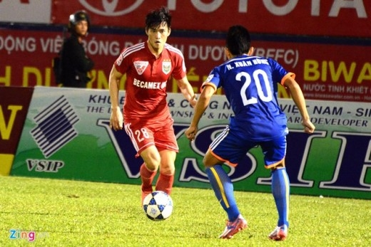 Dù chỉ ra sân cuối hiệp hai khi đội nhà đã bị dẫn trước hai bàn nhưng Công Vinh thi đấu rất tích cực để ghi điểm với HLV Lê Thụy Hải.