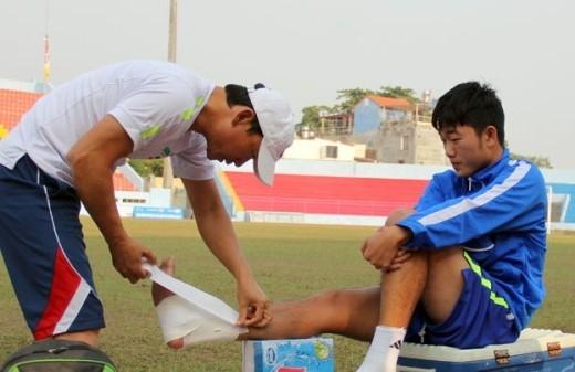 Xuân Trường vừa bình phục đã lại tái phát chấn thương cổ chân sau trận HAGL thắng SHB Đà Nẵng.