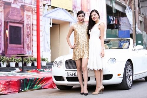 Hai người đẹp với hai phong cách đối lập: Kiều Anh trẻ trung còn Trần Linh gợi cảm cá tính tạo dáng bên siêu xe ở Hà Nội.