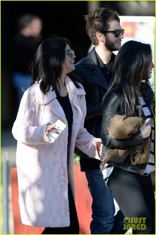 Tất tần tật hình ảnh Selena Gomez hạnh phúc bên bạn trai tin đồn