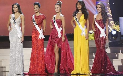 Top 5 Hoa hậu Hoàn vũ lần thứ 63 gồm đại diện của Mỹ, Hà Lan, Ukraine, Jamaica và Colombia. Đáng tiếc, Việt Nam không có đại diện tham dự và không có người đẹp châu Á nào lọt vào top 5 chung cuộc.