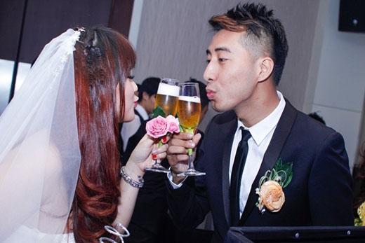 Only C và bà xã 9x hạnh phúc trong hôn lễ. Sắp tới, anh sẽ tập trung cho cuộc thi. - Tin sao Viet - Tin tuc sao Viet - Scandal sao Viet - Tin tuc cua Sao - Tin cua Sao