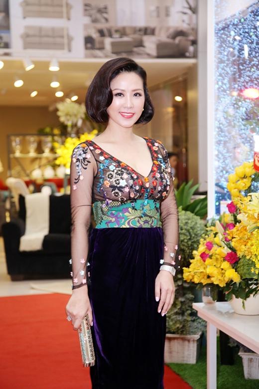 Hoa hậu Quý bà Thu Hoài - Tin sao Viet - Tin tuc sao Viet - Scandal sao Viet - Tin tuc cua Sao - Tin cua Sao