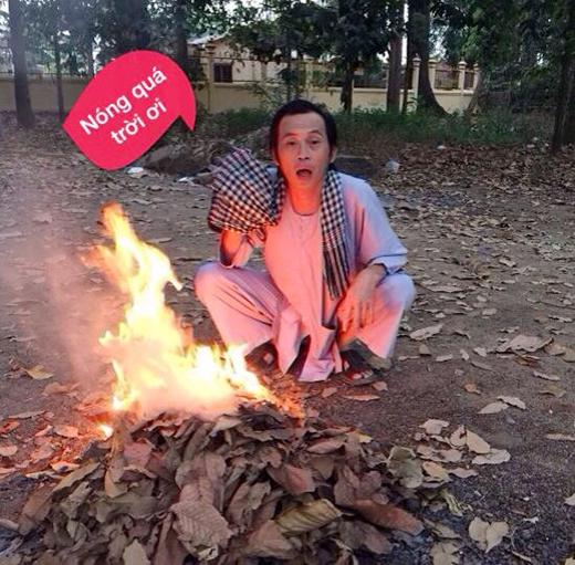 Hưởng ứng theo phong trào khoe ảnh 'nóng' của nhiều hotboy, hotgirl trên Facebook, cây hài ăn khách nhất hiện nay cũng hào hứng khoe 'ảnh nóng' của mình khiến cho các fan được dịp cười nghiêng ngả. Hóa ra cảnh nóng mà Hoài Linh vừa đăng tải lại... nóng đến như vậy!