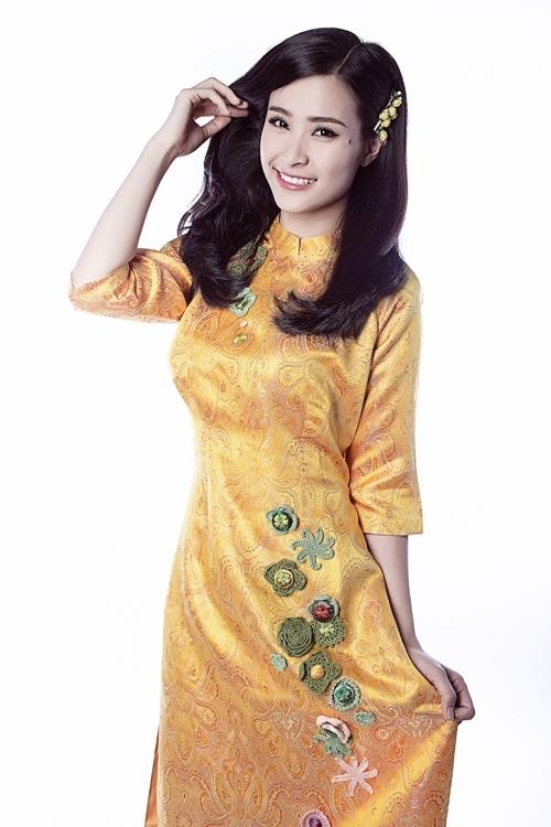 Cô diện một chiếc áo dài mang đầy không khí sắc xuân. - Tin sao Viet - Tin tuc sao Viet - Scandal sao Viet - Tin tuc cua Sao - Tin cua Sao