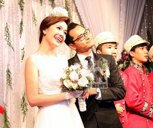 Sự đáng yêu của Huỳnh Đông và Ái Châu trên sân khấu. - Tin sao Viet - Tin tuc sao Viet - Scandal sao Viet - Tin tuc cua Sao - Tin cua Sao