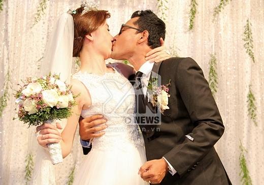 ... và cuối cùng và dành cho nhau nụ hôn nồng cháy. - Tin sao Viet - Tin tuc sao Viet - Scandal sao Viet - Tin tuc cua Sao - Tin cua Sao