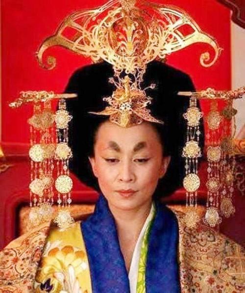 Tạo hình Võ Tắc Thiên của Lưu Gia Linh trong bộ phim điện ảnh Thông thiên đế quốc - Địch Nhân Kiệt.