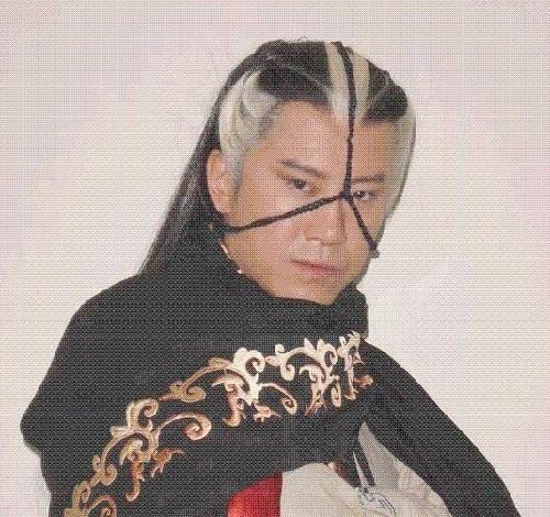 Mao Ninh trong phim Bình tông hiệp ảnh.