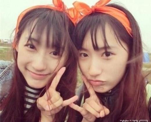 Chị em song sinh của trường đại học Fudan, Thượng Hải - Sun Yu Meng và Sun Yu Tong. Cả hai được yêu mến nhờ sở hữu vẻ ngoài xinh xắn, đáng yêu như búp bê với khuôn mặt hồn nhiên