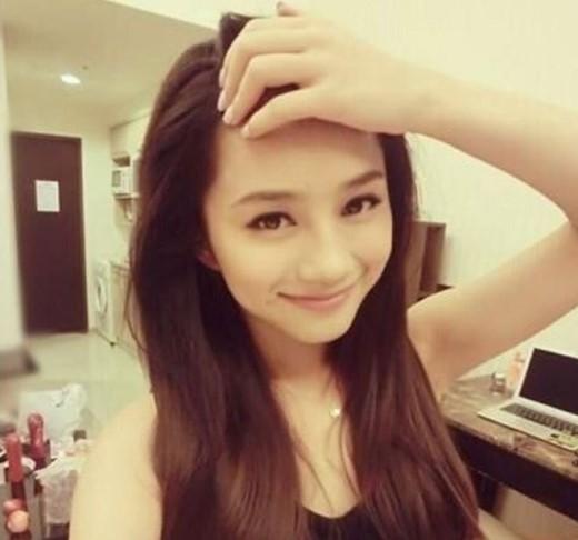 Fu Meng Ni - sinh viên Đại học Tứ Xuyên, tại Thành Đô. Với khuôn mặt khả ái đã được cộng đồng bình chọn nằm trong bảng danh sách những mỹ nhân của Trung Quốc