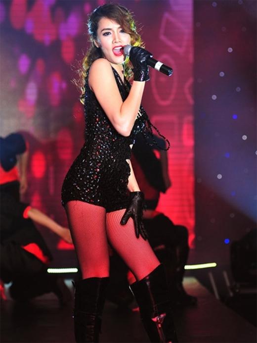 """Định hình cho mình phong cách âm nhạc dance và pop ballad, Trang Nhung muốn khẳng định cho mọi người thấy rằng """"Chân dài đi hát là một lợi thế, tôi đẹp, và tôi có thể hát tốt"""". - Tin sao Viet - Tin tuc sao Viet - Scandal sao Viet - Tin tuc cua Sao - Tin cua Sao"""