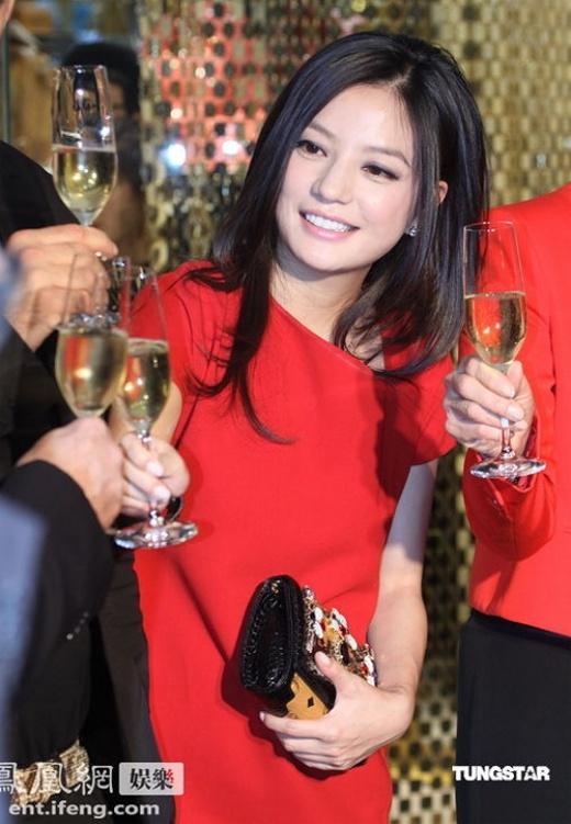 Choáng ngợp độ giàu có số 1 Trung Quốc của Triệu Vy