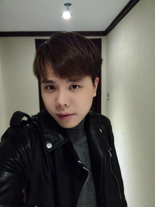 Trịnh Thăng Bình khá lạ trong kiểu tóc mới. Đây là kiểu tóc mà Trịnh Thăng Bình để hồi anh còn học cấp 2, nhìn anh chàng này vẫn đẹp lạ phải không nào?