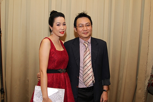 Ông xã tháp tùng Trịnh Kim Chi đến dự đám cưới Huỳnh Đông - Ái Phương - Tin sao Viet - Tin tuc sao Viet - Scandal sao Viet - Tin tuc cua Sao - Tin cua Sao