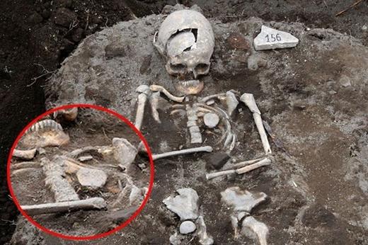 """Khai quật được bộ xương """"ma cà rồng"""" ở Bulgaria"""