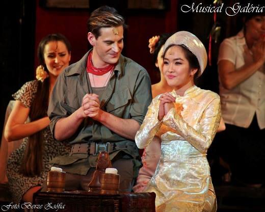 Thanh Hiền nhập vai Kim trong vở nhạc kịch. Ảnh: Nhà hát ca nhạc vũ kịch Budapest.