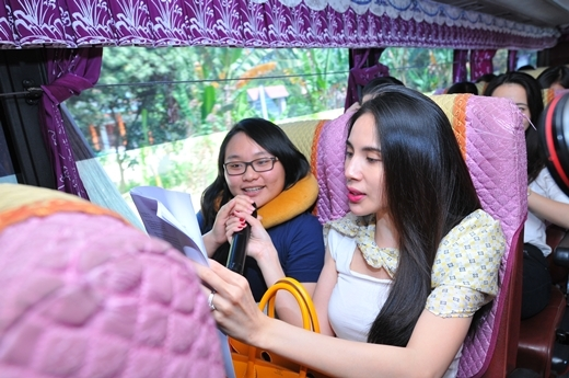 Thủy Tiên về quê ăn Tết cùng sinh viên nghèo - Tin sao Viet - Tin tuc sao Viet - Scandal sao Viet - Tin tuc cua Sao - Tin cua Sao