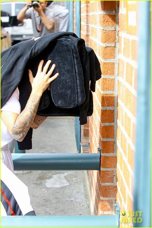 Clip xin lỗi của Justin Bieber khiến fan dậy sóng