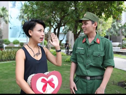Thùy Minh và Thanh Sang đều rất hào hứng cho món quà tuần này của chương trình.