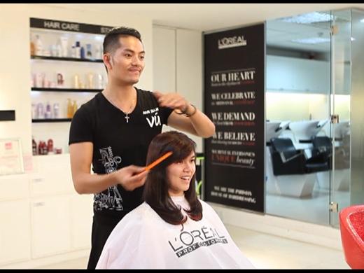 Bước đầu tiên để tôn lên những đường nét cho gương mặt chính là có được một mái tóc thích hợp.