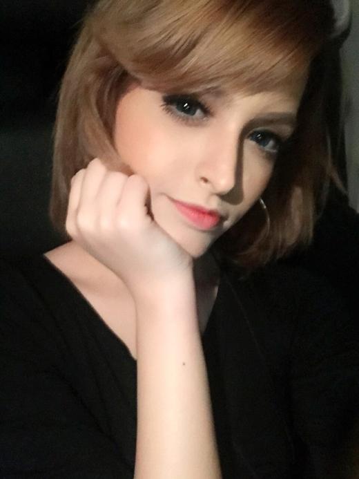 Andrea Aybar khá dịu dàng với mái tóc ngắn. Nhìn Andrea vẫn rất xinh đẹp và đáng yêu phải không nào?