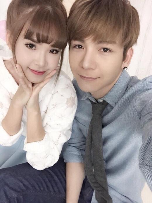 Khởi My - Kelvin Khánh cùng đi chụp hình bìa cho một tạp chí. Cặp đôi người yêu tin đồn luôn khiến các fan 'đứng ngồi không yên' vì sự dễ thương của mình.