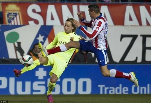 Đội hình thi đấu: Atletico (4-4-2): Oblak; Juanfran (Gamez 58'), Gimenez de Vargas, Miranda, Siqueira; Raul Garcia, Gabi, Suarez, Turan (Cani, 63'), Griezmann (Niguez 45'); Torres. Barcelona (4-3-3): Ter Stegen; Dani Alves, Pique, Mascherano (Mathieu 61'), Alba; Rakitic, Busquets, Iniesta; Messi, Suarez, Neymar (Pedro 77').