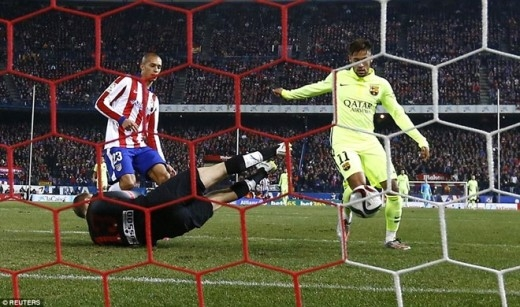 Phút 41, Neymar tận dụng rất tốt pha kiến tạo của Lionel Messi để lần đầu giúp Barca vượt lên ở trận này.