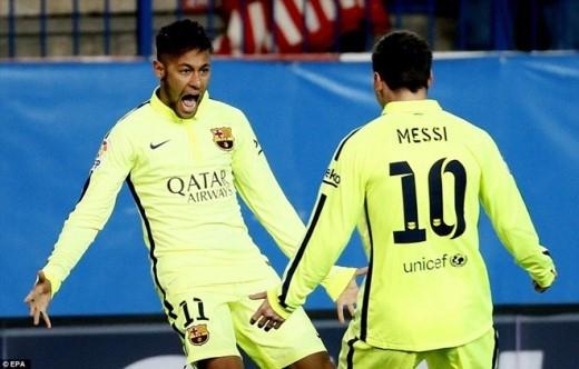 Với tỷ số 3-2 nghiêng về Barca sau 45 phút đầu tiên, Atletico muốn đi tiếp cần phải ghi thêm 3 bàn trong hiệp 2, bởi lượt đi thầy trò HLV Diego Simeone thua 0-1 tại Nou Camp.
