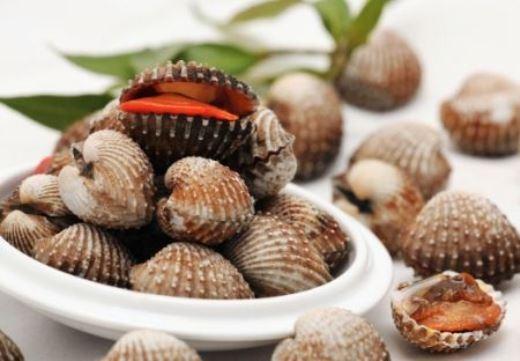 Nếu sò ngậm miệng, bạn lên ngửi sò vì sẽ có mùi hôi không nên mua.