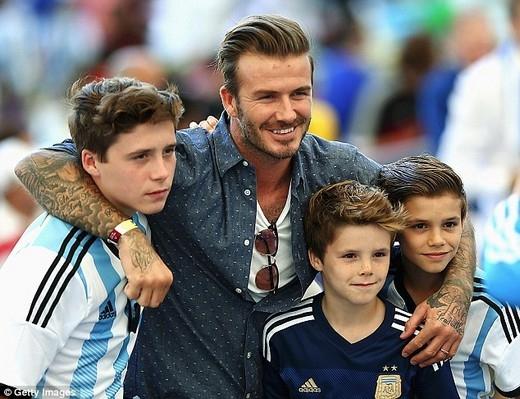 David Beckham đau lòng vì bị con gái cưng chê… quá mập