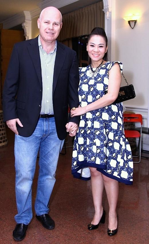 Mang bầu 5 tháng, Thu Minh được chồng Tây chăm chút tỉ mỉ - Tin sao Viet - Tin tuc sao Viet - Scandal sao Viet - Tin tuc cua Sao - Tin cua Sao