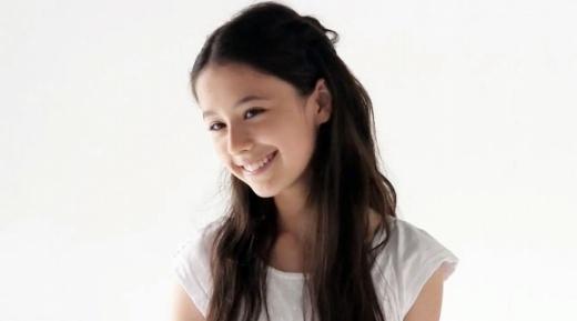 Lộ ảnh thời da đen nhẻm của thiên thần 13 tuổi giống AngelaBaby