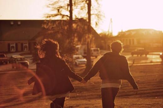 Anh bỏ rơi tôi, còn chị nói... yêu tôi.
