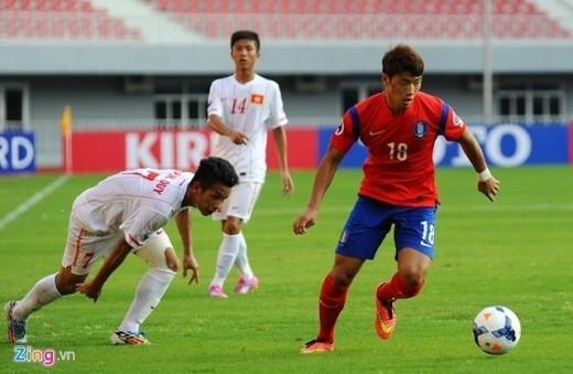 Dù bị đặt vào những thử thách không nhỏ nhưng U19 Việt Nam vẫn kiên định với triết lý bóng đá cống hiến. Ảnh: Tùng Lê