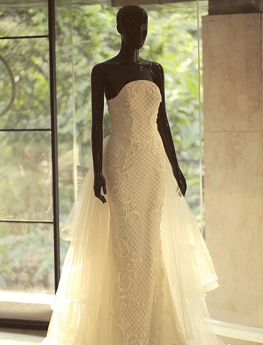 Bộ váy cưới được nhập chất liệu từ nước ngoài và lên thành phẩm, với sự kì công và tỉ mỉ trong từng chi tiết. - Tin sao Viet - Tin tuc sao Viet - Scandal sao Viet - Tin tuc cua Sao - Tin cua Sao