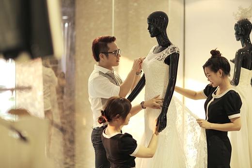 Đây là những mẫu thiết kế Chung Thanh Phong thiết kế riêng và làm quà cưới đặc biệt cho bạn thân Trúc Diễm. - Tin sao Viet - Tin tuc sao Viet - Scandal sao Viet - Tin tuc cua Sao - Tin cua Sao