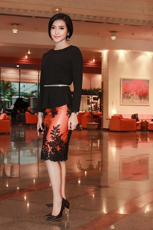 Á hậu Huyền My gây bất ngờ với phong cách thời trang mới mẻ và sang trọng. - Tin sao Viet - Tin tuc sao Viet - Scandal sao Viet - Tin tuc cua Sao - Tin cua Sao