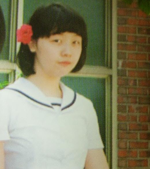 Hình ảnh tốt nghiệp của Minah (Girl's Day) vào năm 2008