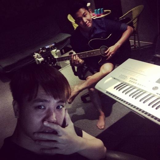 Trịnh Thăng Bình làm việc tại phòng thu đến khuya. Sắp tới, Trịnh Thăng Bình sẽ cho ra mắt MV được anh đầu tư khá kỹ lưỡng hứa hẹn sẽ mang lại nhiều điều bất ngờ dành cho người hâm mộ.