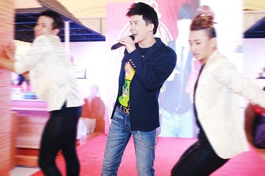 Nathan Lee biểu diễn cực sung dù đổ máu trên sân khấu - Tin sao Viet - Tin tuc sao Viet - Scandal sao Viet - Tin tuc cua Sao - Tin cua Sao