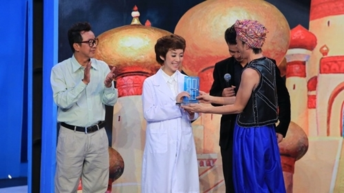 Với lý do được khán giả quá yêu mến, cô cũng là một trong sô ít nghệ sĩ xuất hiện tới 2 lần trong chương trình. - Tin sao Viet - Tin tuc sao Viet - Scandal sao Viet - Tin tuc cua Sao - Tin cua Sao