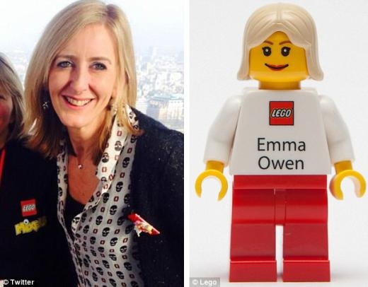 Danh thiếp của Emma Owen, giám đốc PR và quảng bá sản phẩm và danh thiếp giống y hệt.