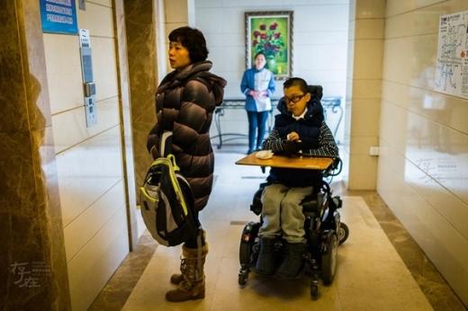 Ben Lou và mẹ về Trung Quốc để dự thi giải Toán học trẻ quốc tế